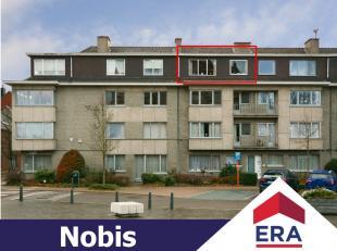 Dit dak-appartement in het hartje van Runkst heeft een bewoonbare oppervlakte van 83m² en is als volgt ingedeeld: 3de verdieping: inkomhal, ruime