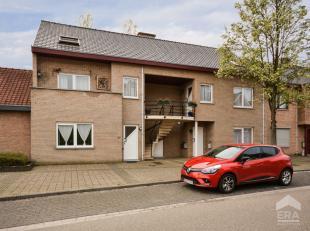 Ideaal gelegen stadsappartement met 2 slaapkamers, terras en garage in het centrum van Beringen. Dit duplex-appartement is gelegen op de eerste verdie