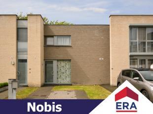 Instapklare, recente woning met 3 slaapkamers en een stadstuintje op een perceel van 1are 44ca en gelegen in een rustige omgeving te Hasselt.De woning