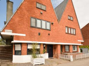Statige en ruime gezinswoning met potentieel op een goede locatie aan de stadsrand van Hasselt. Deze mooie woning is gelegen op een perceel van 4are 2