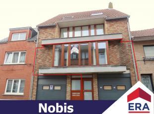 Zeer ruim duplex-appartement met 2 (of 3) slaapkamers, groot terras, garage + autostaanplaats in centrum Hasselt.Dit duplex-appartement heeft een bewo