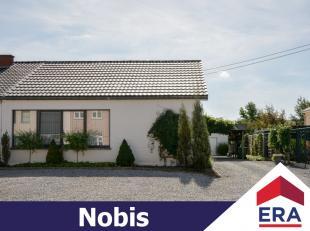 Deels gerenoveerde woning met een prachtig aangelegde zuid-georiënteerde tuin op een perceel van 6a 23ca.De woning heeft een bewoonbare oppervlak
