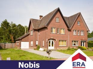 Verrassend ruime gezinswoning met 3 slaapkamers op een terrein van 13are 14ca in Hasselt (Rapertingen).Deze woning heeft een bewoonbare oppervlakte va