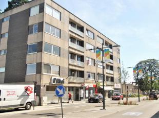 Gezellig appartement met twee slaapkamers gelegen in het centrum van Lummen. Via de lift bereikt u het appartement op de eerste verdieping. De indelin