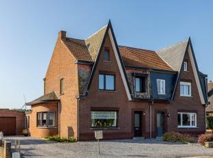 Verrassend ruime karaktervolle woning met 4 slaapkamers. Deze woning werd gebouwd in de jaren 50 en werd steeds goed onderhouden. Ze is gelegen op de
