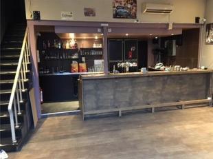 Goed gelegen café op de markt van Tongeren Indeling: - gelijkvloers: café - 1e verdiep: toiletten en multifunctionele ruimte - bovenverd