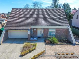Deze woning kan reeds verkocht worden onder het nieuwe registratiesysteem! --> 7% ipv 10%!<br /> <br /> Gelegen aan de Bosstraat, een zijstraat van