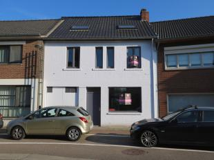 Deze charmante woning kan u terugvinden aan de Grotestraat in het landelijke Kotem. De woning is gelegen op een perceel van bijna 3a en heeft een bewo