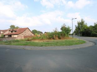 Deze grond kan u terugvinden aan de Fazantstraat in een rustige en kindvriendelijke woonomgeving te Proosterbos.<br /> Men woont hier eveneens centraa