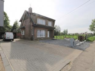 Deze gezinswoning is gelegen aan de Riemsterweg in de deelgemeente Grote-Spouwen. Men woont hier erg centraal, zo is het centrum van Bilzen gelegen op
