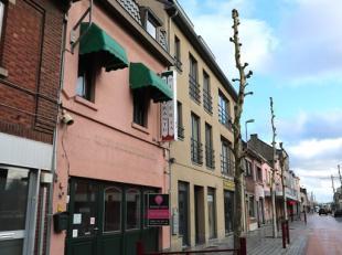 Restaurant met bovenliggend appartement in het commercïele centrum van Maasmechelen!<br /> <br /> Het geheel bestaat uit een handelsruimte op het