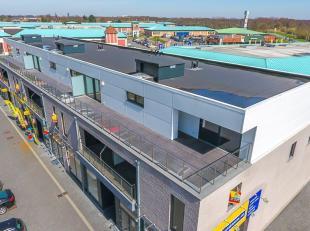 Dit modern luxe ingerichte penthouse met 3 slaapkamers is gelegen in Residentie TOP HOEVEN, bestaande uit 9 appartementen en 3 handelspanden, in het c