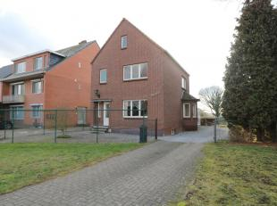 Deze gezellige woning vinden we terug in Leut, Maasmechelen. Het betreft een charmante vrijstaande gezinswoning met veel potentieel. Steden zoals Hass