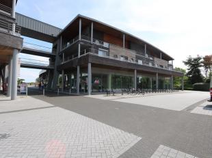 TE HUUR: winkelruimte van 335m2 in het winkelcomplex Kloosterbempden te Maaseik! <br /> <br /> Dit multifunctionele pand kan u terugvinden in het mode