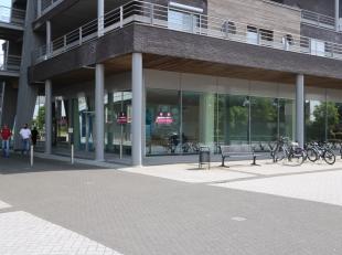 TE HUUR: winkelruimte van 442m2 in het winkelcomplex Kloosterbempden te Maaseik! <br /> <br /> Dit multifunctionele pand kan u terugvinden in het mode