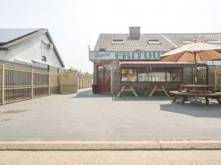 TE KOOP: zeer goed draaiende frituur met woonst!<br /> <br /> In het centrum van Maasmechelen kan u dit handelspand met ruime woonst terugvinden.<br /