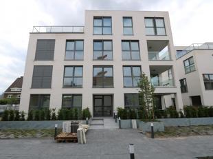 TE HUUR: prachtig appartement gelegen op het 2e verdiep met 3 slaapkamers!<br /> <br /> Ruim appartement op het tweede verdiep met een bewoonbare oppe