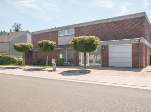 Deze prachtige woning aan de Oenselstraat is gelegen op een royaal perceel van 8a 20ca en beschikt over een bewoonbare oppervlakte van ca. 300m².