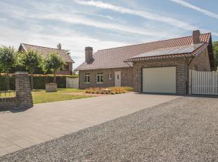 In de geliefde woonomgeving van Maasmechelen (Uikhoven) en omringd door groen bevindt zich dit stijlvolle landhuis. Niet enkel de omgeving spreekt tot