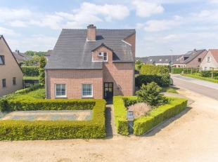Deze vrijstaande, zeer goed onderhouden woning kan u terugvinden in een rustige en aangename woonwijk te Maaseik.<br /> Het geheel is gelegen op een p
