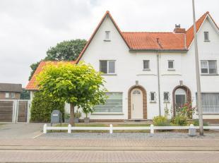 Karakteristieke, gemoderniseerde woning uit 1961 met riante tuin van circa 7 are. U kan deze woning zien schitteren langs de Henri Dunantstraat in Lan
