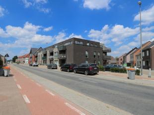 Dit prachtige penthouse is gelegen aan de Koning Albertlaan, in het centrum van Maasmechelen. De ligging is erg centraal met supermarkten, scholen en