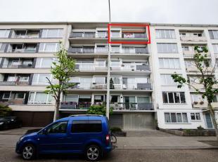 Ruim en licht appartement op de vijfde verdieping, gelegen op een zeer gunstige locatie dichtbij invalswegen, winkels, openbaar vervoer en scholen. He