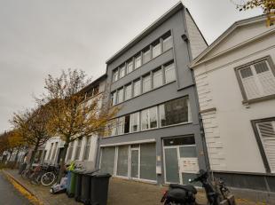 APPARTEMENT EN GARAGEBOX<br /> Een appartement gelegen in Hessenresidentie I en een ruime garagebox Stijfselrui 24-26 (Hessenresidentie II).<br /> Het
