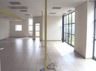 Kantoren te huur te Houthalen Centrum Zuid. Tevens mogelijkheid huren van magazijnruimte.<br /> Indeling kantoren:<br /> - Gelijkvloers: Inkomhall, re