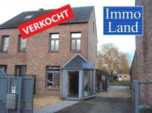 Volledig gerenoveerde woning met 3 slaapkamers en mooie tuin, gelegen net buiten het centrum van Kortessem. (Meer info en foto's op www.immoland.be) <