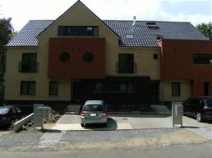 Gelijkvloers appartement met 2 Slaapkamers, Living, volledig uitgeruste Keuken (met Keramisch Vuur, Oven, uitschuifbare Dampkap, Frigo, Microgolfoven