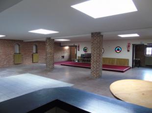 Feestzaal met 2 togen (kleine en grote), koelcel, toiletten en 2 bergingen. De gehele oppervlakte van de feestzaal is ± 350 à 400 m&sup2
