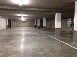 Gloednieuwe staanplaats in ondergrondse parkeerkelder van res. 'Bospark', gelegen op de hoek van de Bosstraat en de Gouverneur-Verwilghensingel. Zeer