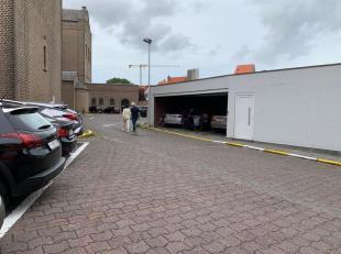 Deze garageplaats is gelegen op gelijkvloers aan de Lippenslaan in Knokke, op de toegangsweg van de Margaretakerk. <br /> Het betreft de middelste sta
