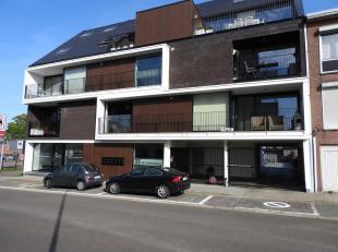 Instapklaar appartement met 2 slaapkamers op wandelafstand van de markt van Tessenderlo. Via de lift bereikt u het appartement op de eerste verdieping