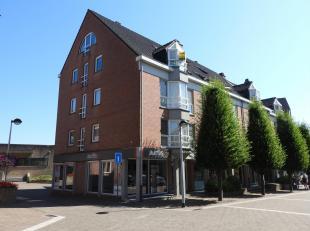 Prachtig duplex-appartement in het centrum van Tessenderlo, met alle voorzieningen binnen handbereik. Via de lift bereikt u het appartement op de derd