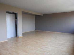 Recent gerenoveerd appartement gelegen op de tweede verdieping in Tessenderlo. Verder bestaat dit appartement uit een ingerichte keuken en ruime leefr