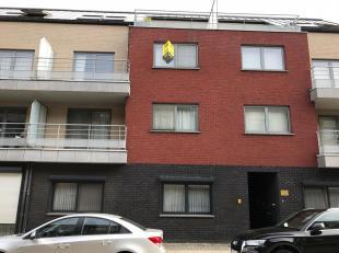 Goed gelegen appartement met 2 slaapkamers nabij het centrum van Paal-Beringen. Via de lift bereikt u het appartement op de 2e verdieping. U komt binn
