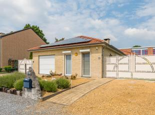 Welkom in deze gezellige bungalow gelegen in een rustige buurt. Deze woning werd opgetrokken samen met de woonwijk in 2004. De eigenaars hebben kosten