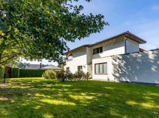Deze gezinswoning vind je terug in de Bloemenwijk van Bolderberg. De bewoonbare oppervlakte (265 m2) en de subtiele tweedeling leent zich perfect voor