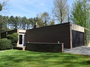 Ligging en omgeving<br /> Deze villa is gelegen in een rustige omgeving en in het groen. De straat waarin de woning is gelegen heeft een eenrichting,
