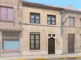 Centraal gelegen woning met 3 slaapkamers en ruime koer. <br /> Deze charmante rijwoning is zeer rustig gelegen in een éénrichtingsstraa