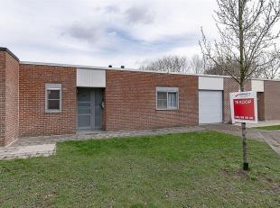 Woning met 3 slpk en garage.<br /> Deze gelijksvloerse woning is zeer rustig gelegen in een residentiële buurt, met vlotte bereikbaarheid naar zo