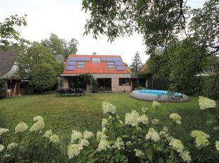 Deze energiezuinige villa vinden we terug op de grens van Schilde en Wijnegem op een zeer rustige locatie.<br /> Door de jaren heen is deze villa meeg