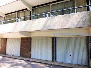Garagebox achteraan een appartement, centraal gelegen op wandelafstand van het centrum.