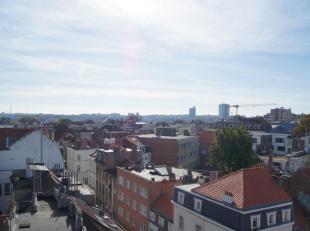 A proximité de la place Saint-boniface et de toutes les facilités, agréable et lumineux appartement de +/- 75 m² habitables