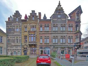 Gelegen aan de Sleepstraat zeer centraal tussen Dok-Noord en Gent centrum een ruimte van 150m² voor kantoren, zalen, sportverenigingen enz. Volle