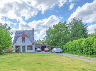 Vlakbij het dorpscentrum van Ertvelde in de Kroonstraat treffen wij deze ruime alleenstaande woning aan. Het huis beschikt over een gigantische tuin (