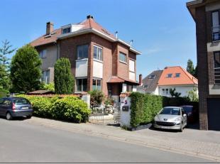 Nathalie et Christelle ont le plaisir de vous proposer cette ravissante maison 3 F ultra cocoon et très bien aménagée. Het huis s