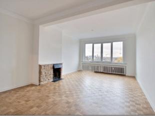 Appartement rénové à vendre dans un petit bâtiment datant de 1965, parfaitement entretenu, idéalement positionn&eacu